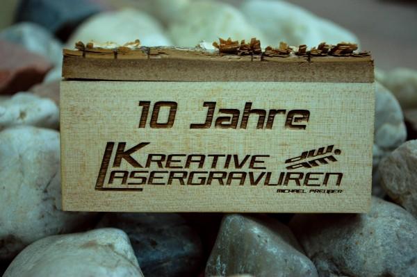 Logo und Text auf Holz - Gravur auf Kundenmaterial