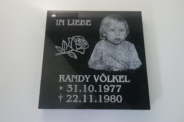 Ihre Grabplatte aus Granit 30 x 30cm mit Gravur
