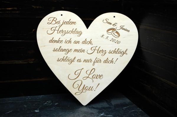 Herz aus Holz mit Gravur